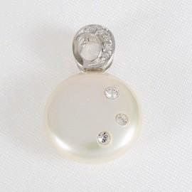 Stříbrný přívěsek s perlou a zirkony