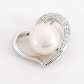 Stříbrný přívěsek s perlou a zirkony srdce