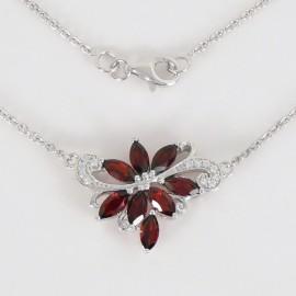 Stříbrný náhrdelník s granáty