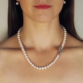 Perlový náhrdelník se stříbrným uzávěrem