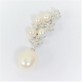 Stříbrný přívěsek s perlami