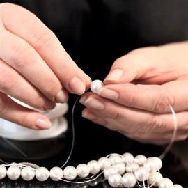 Převlékání a uzlíkování perel