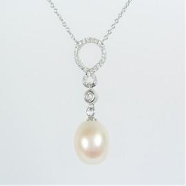 Stříbrný náhrdelník s perlou a zirkony